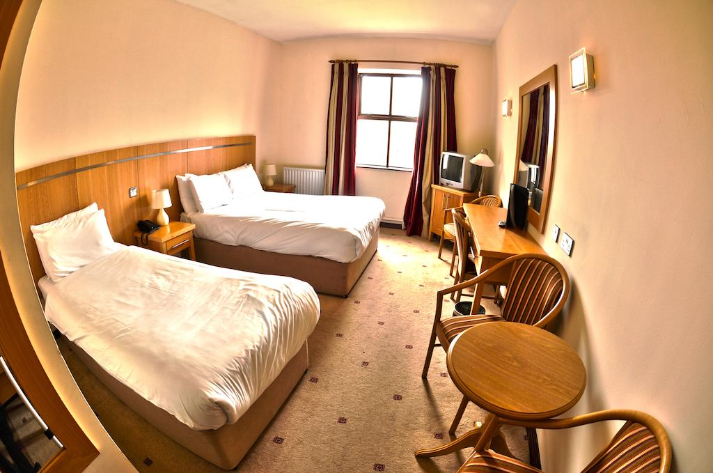 Hotel Cleaning Melbourne - Call Activa Cleaning @410036200